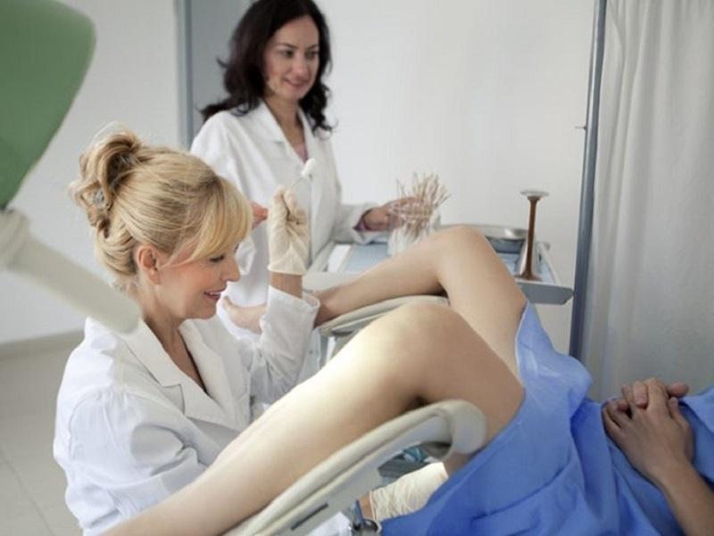 Mẹ bầu chú ý khám phụ khoa thường xuyên để kiểm tra tình trạng sức khỏe