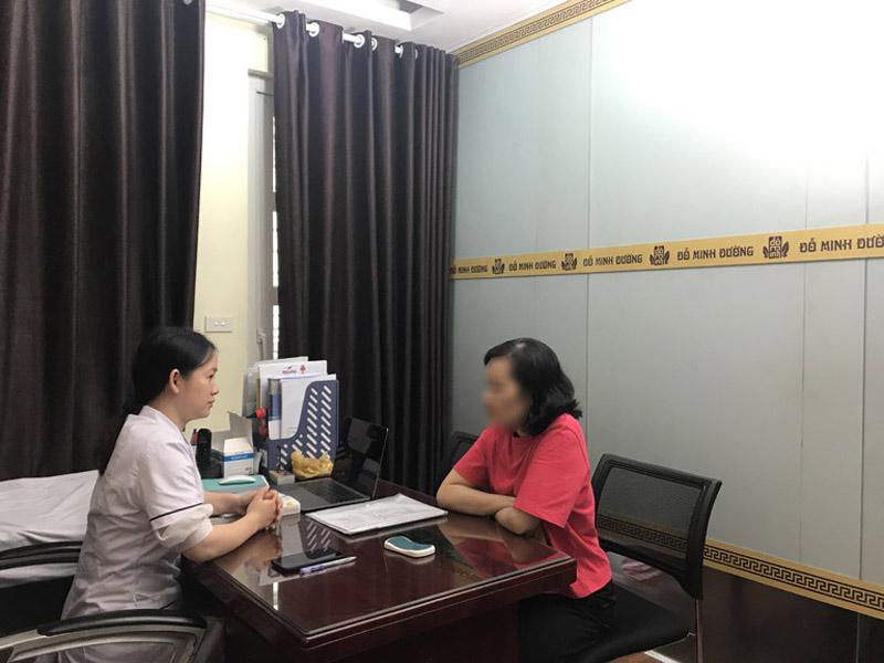 BS Ngô Thị Hằng là người thăm khám và tư vấn bệnh viêm âm đạo cho cô Hạnh